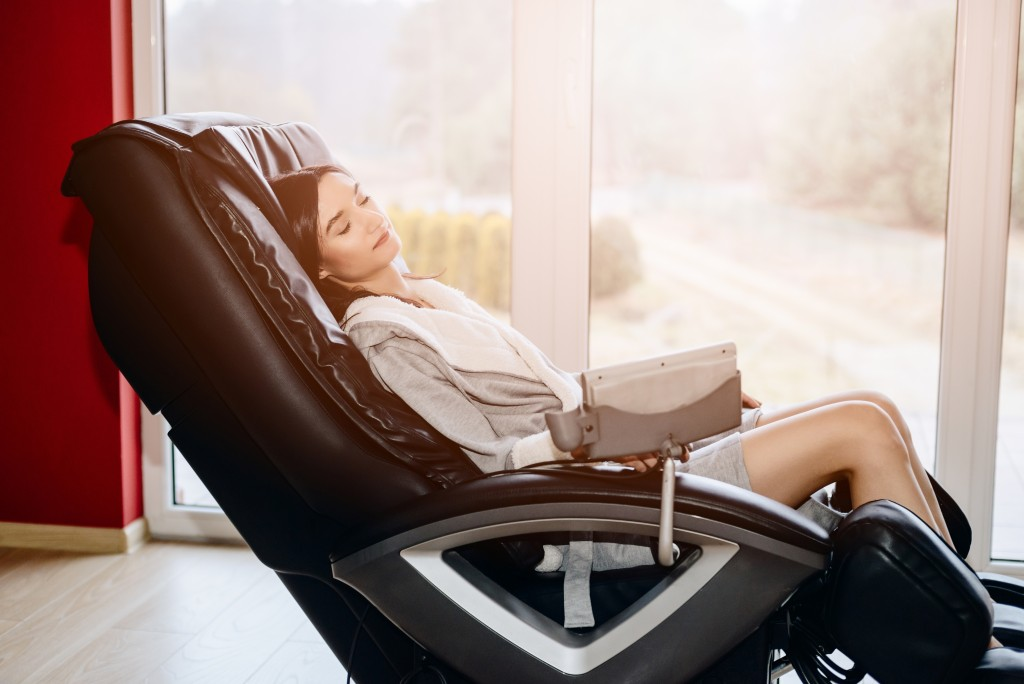 woman relaxing on the massaging chair