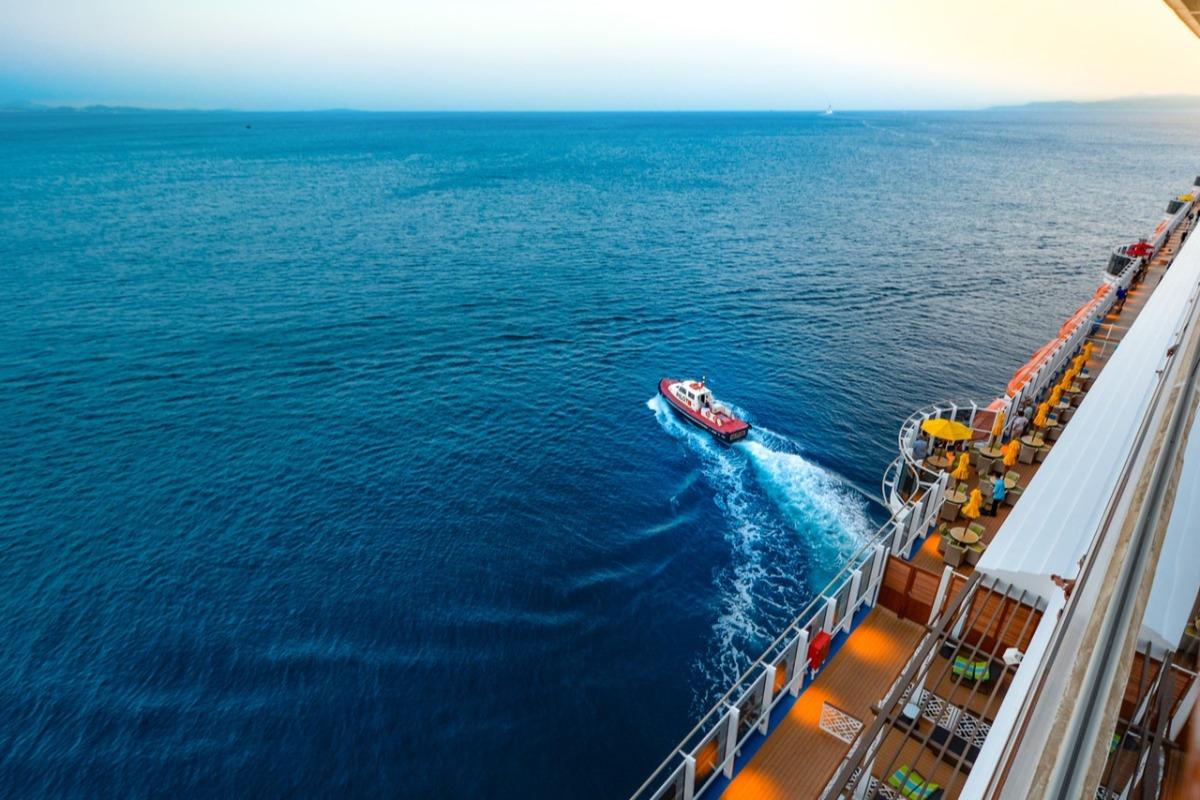 boat leaving a ship
